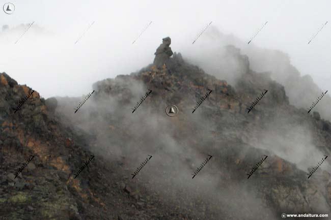 Fraile de Capileira, entre nubes