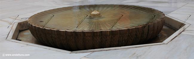 Fuente del Cuarto Dorado, entre los Palacios de Mexuar y de Comares