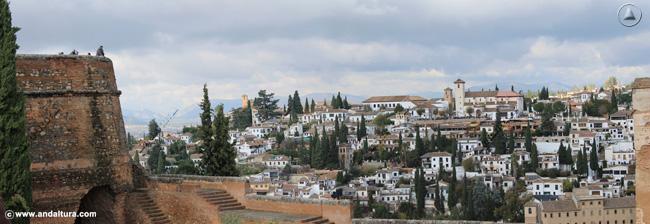 Torre del Cubo y al fondo el Albaycín