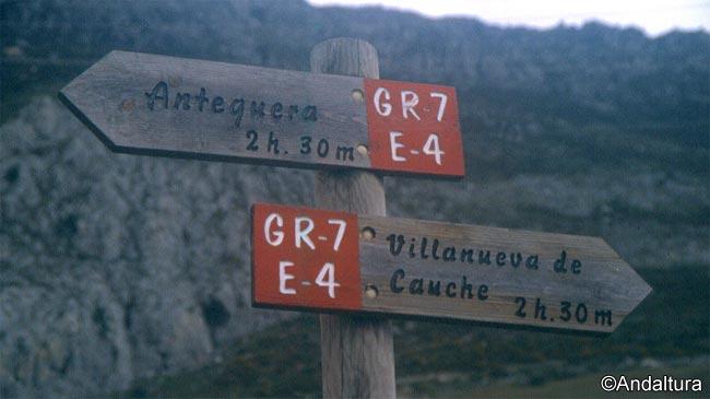 Señales Sendero Europeo de Gran Recorrido E4 - GR7 a su paso por el Torcal de Antequera