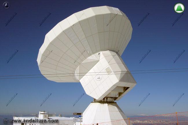 Radiotelescopio en el Espacio Natural Sierra Nevada