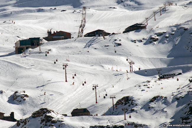 Borreguiles, llegada de los Telecabinas desde Pradollano y principal Área de esquí familiar y para principiantes