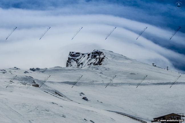 El Veleta desde las pistas de la Estación de Esquí y Montaña Sierra Nevada