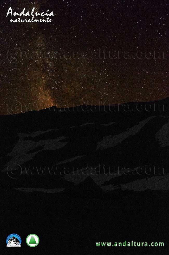 Vía Láctea sobre la Loma del Mulhacén desde la Cañada de Siete Lagunas