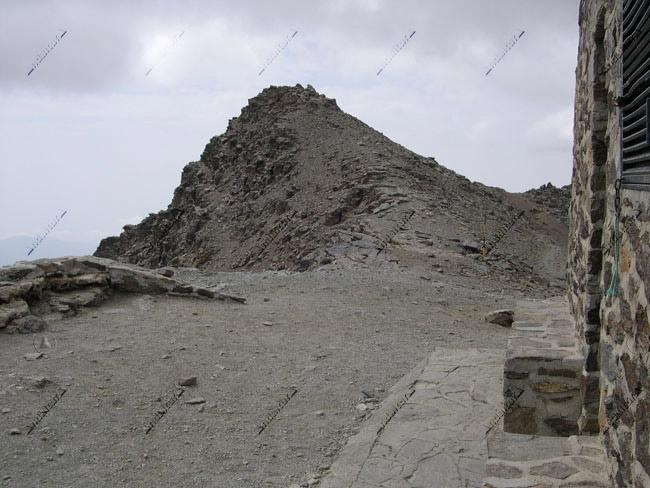 Puntal de Loma Púa desde el Refugio-Vivac de la Carihuela