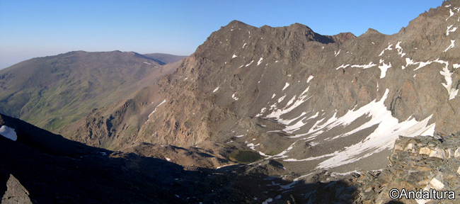 Corral del Mulhacén, con la Alcazaba, Vacares, el Pico del Cuervo y el Cerro del Mojón Alto
