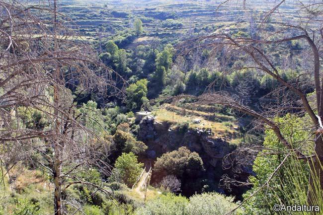 Puente sobre el río Lanjarón hacia las Casas de Tello