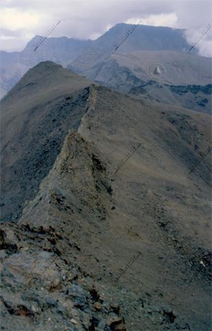 Arista del Veleta hasta el Cerro de los Machos, al fondo el Veleta y el Mulhacén