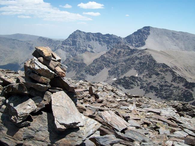 Mulhacén, Puntal de la Caldera, Juego de Bolos, Alcazaba y Puntal de Vacares desde el Cerro de los Machos, entre otros