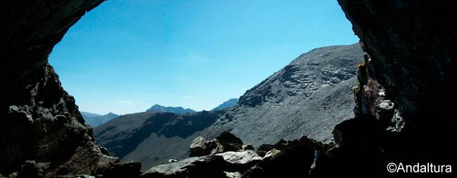 Vistas del Cerro de los Machos desde el interior del Tunel del Veleta