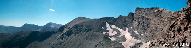 Veleta, Cerro de los Machos, Veta Grande, Puntal de la Caldera, Mulhacen, Alcazaba y Puntal de Vacares; vistas desde el Veredón