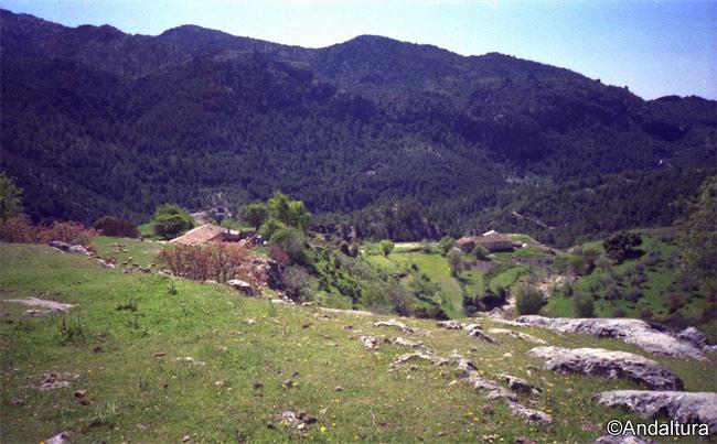 Majada de Lézar, donde se encuentran el Cortijo de la Majada de Lézar y el Corral del Buitre