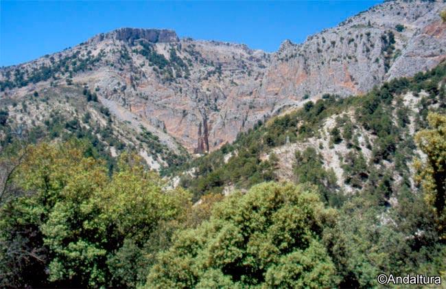 Vistas por la vereda hacia el Nacimiento del río Castril