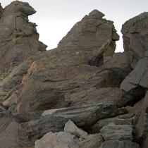 Paso a través de grandes rocas