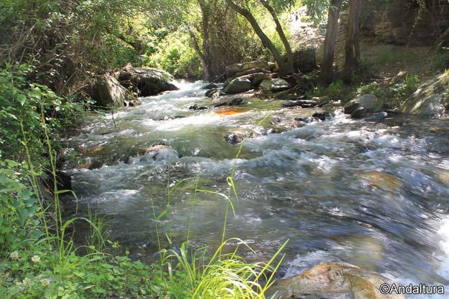 Lugar para cruzar el río Lanjarón y tomar la Acequia Montalbán