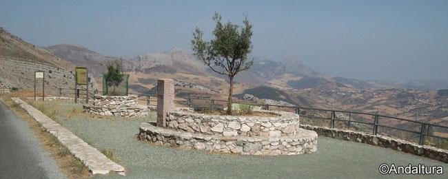 Mirador Diego Moneo, en la carretera de acceso al Torcal Alto