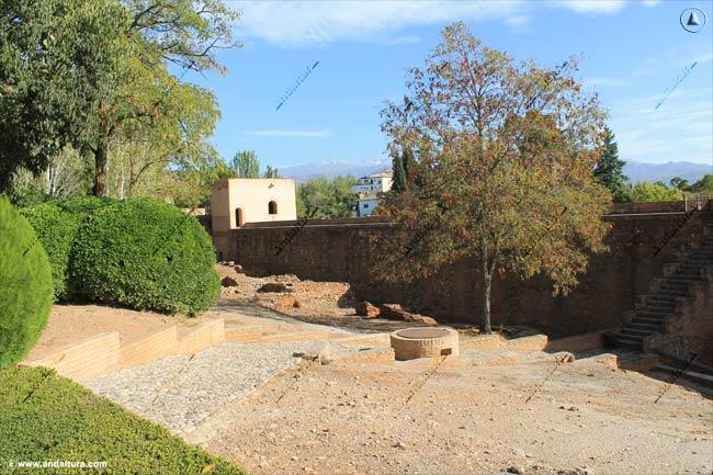 Torre Baltasar de la Cruz desde acceso a la Torre de los Siete Suelos