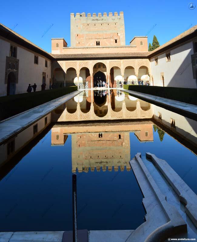 Palacio de Comares desde el Patio de Arrayanes