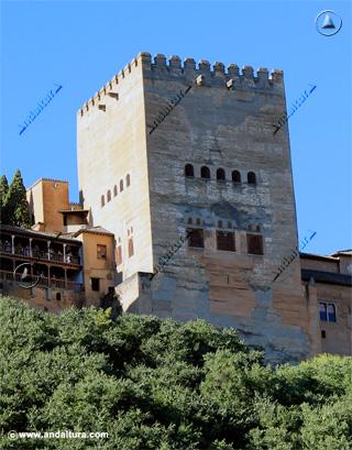 Torre de Comares, desde el Paseo de los Tristes