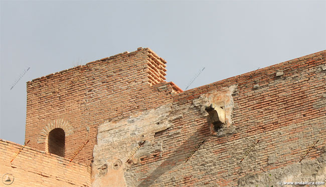 Detalle de entrada del adarve y terraza de la Torre de Juan de Arce