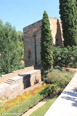 Torre de la Cautiva desde el Paseo de las Torres