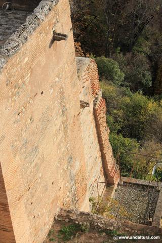 Lateral al Bosque de la Alhambra de la Torre de la Pólvora