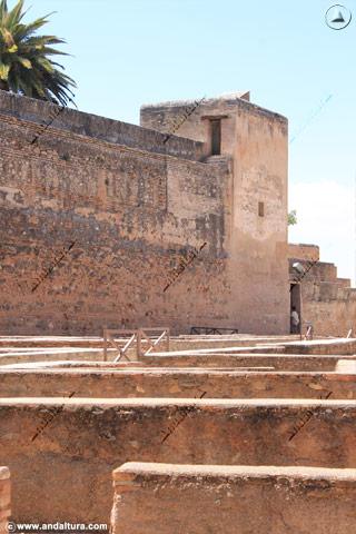 Torre de la Sultana desde la Plaza de Armas