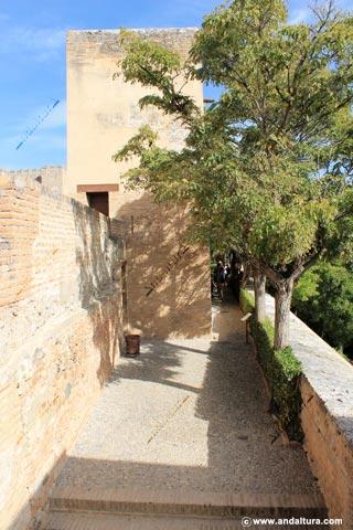 Jardín del Adarve y torre de la sultana