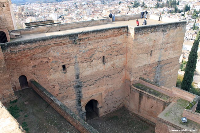 Adarves y calle del foso en la Torre de las Armas