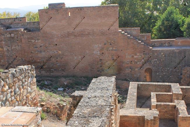 Torre de las Cabezas y las ruinas del Palacio de los Abencerrajes