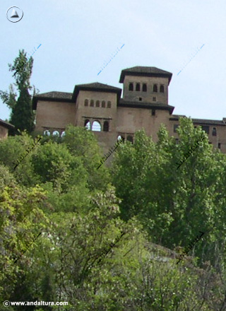 Palacio del Partal desde el Paseo de los Tristes