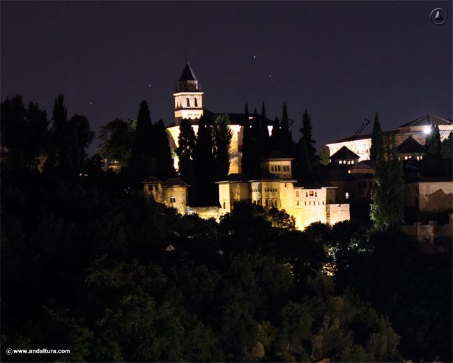 Visión nocturna del Palacio del Partal