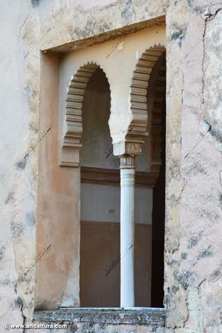 Ventana con columna de la Torre de las Infantas