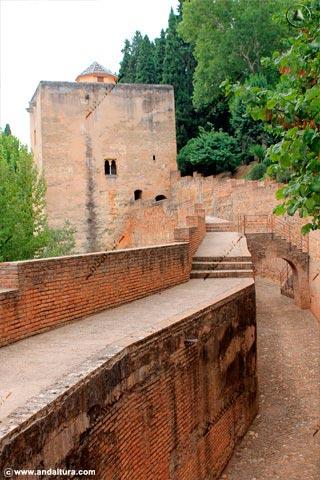 Calle-foso, adarve y Torre de las Infantas