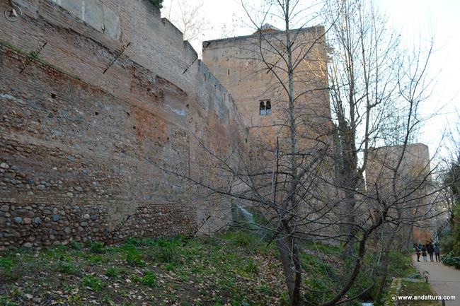 Muralla y Torre de los Picos dersde la cuesta de lois Chinos