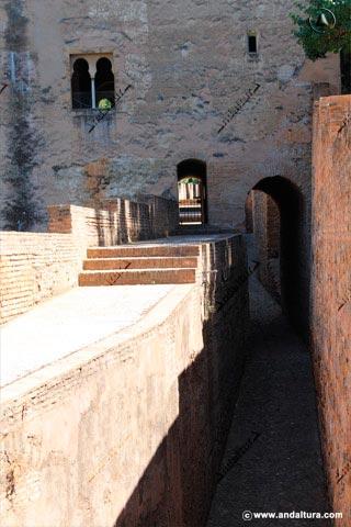 Accesos del adarve y del Foso en la Torre de las Infantas