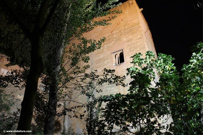 Torre de las Infantas nocturna