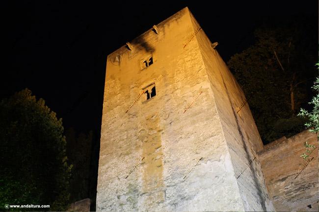 Torre de las Infantas nocturna desde la Cuesta de los Chinos
