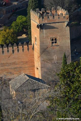Amaneciendo en la Torre de los Picos y su baluarte defensivo
