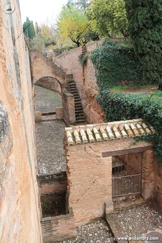 Calle del Foso en las proximidades de la Torre de los Picos