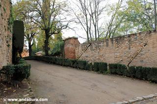 Muralla y Paseo hacia el Palacio del Partal