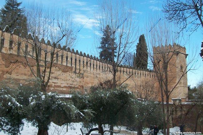 Muralla y Torre de los Picos desde la Cuesta de los Chinos