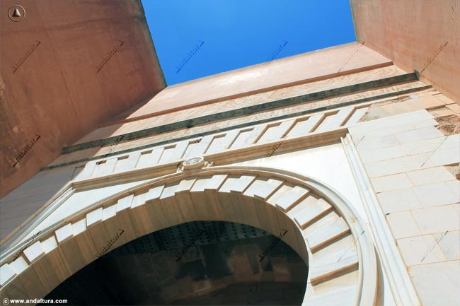 Detalle Puerta exterior de la Torre de los Siete Suelos