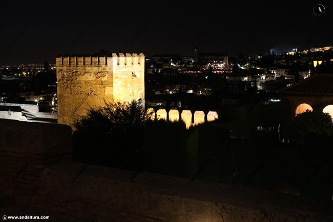 Torre de Muhammad nocturna