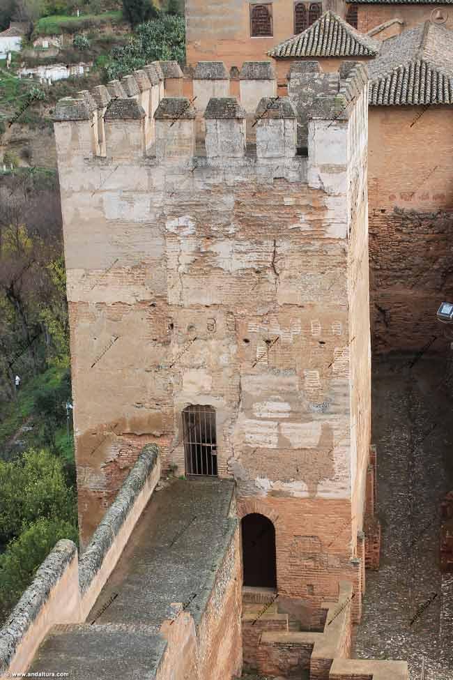Puertas de acceso a la Torre de Muhammad