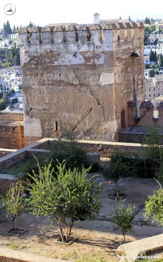 Torre de Muhammad y Patio de la Madraza de los Príncipes