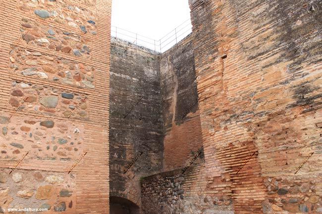 Detalle de la Torre del Adarguero o Torre Hueca