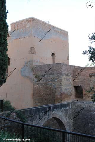 Torre del Agua y Acueducto desde el Paseo de los Cipreses en el Generalife