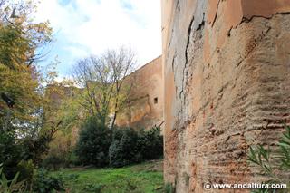 Torre de Juan de Arce desde la base de la Torre del Agua
