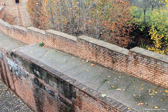 Muralla entre la Torre de la Cautiva y la Torre del Cadí